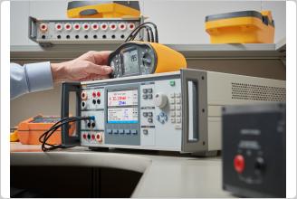 5322A による電気安全試験器の校正