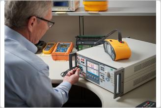 Fluke 5322A による電気安全試験器の校正