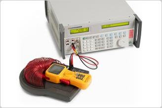 5502A マルチプロダクト校正器とクランプメーター、電流コイル